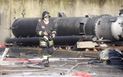 Esplode un'autoclave, morti due lavoratori.